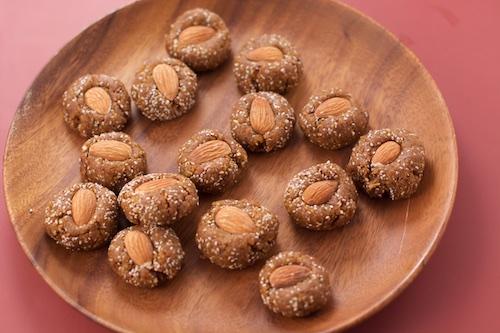 apricot almond energy bites